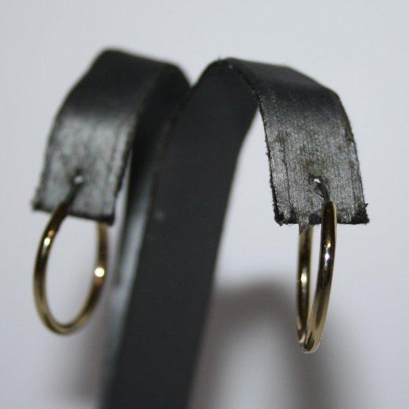 """Beautiful gold hoop earrings 7/8"""""""